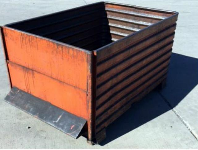 Stock no: 7436 - LARGE STEEL CONTAINER BINS (Flowmatic)