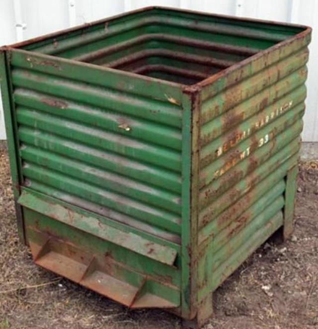 Stock no: 7438 - LARGE STEEL CONTAINER BINS (FLOWMATIC)